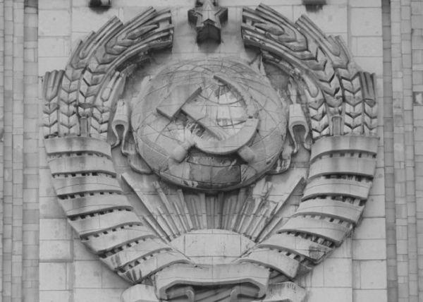 «Серп и молот»: почему главный символ СССР считают масонским знаком