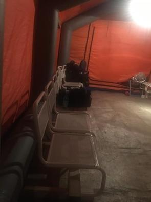 На войне как на войне: в Новосибирске больных СOVID-19 селят в палатки
