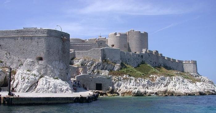 """Замок Иф, где в романе """"Граф Монте-Кристо"""" долгие годы провел Эдмон Дантес"""