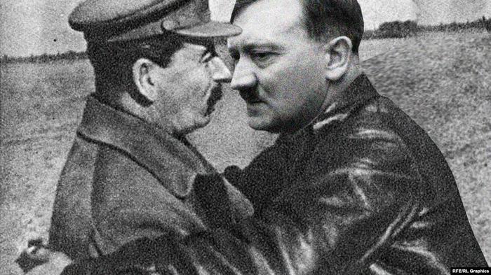 Иосиф Сталин и Адольф Гитлер, объятия, коллаж