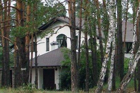 Дом на дамбе в Конча-Заспе, в элитном поселке Серебряный залив