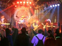 На концерте в петербургском клубе на сцену бросили бомбу