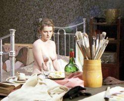 Виктория Толстоганова после родов удивила всех стройной фигурой (фото)