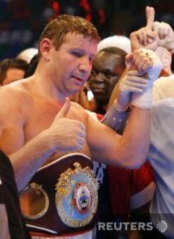 Султан Ибрагимов одержал победу в поединке против Эвандера Холифилда (фото)