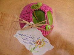 Фрукты в вязаной одежде (фото)