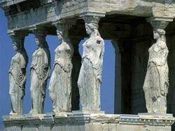 Скульптуры из Акрополя перевозят в музей (фото)