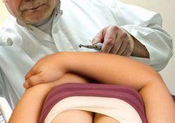 Стоматолог вместо анестезии ласкал грудь пациенток