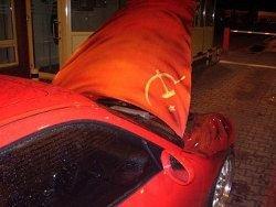 Пограничники не впустили в Литву Porsche с символикой СССР