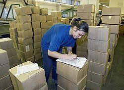 Россияне не могут получить тысячи почтовых отправлений из-за рубежа