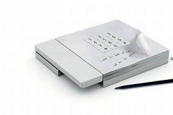 Концептуальный телефон с бумагой для заметок
