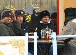 Футбольные фанаты устроили массовую драку в центре Москвы (фото)