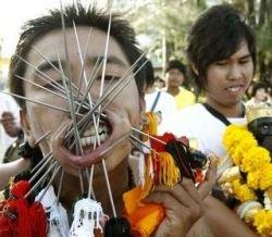 На фестивале в Таиланде показали брутальный пирсинг (фото)