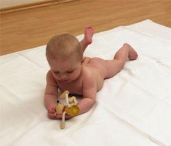 Как выбрать полезный и приятный подарок новорожденному