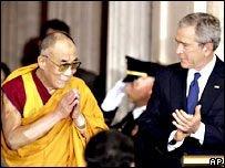 Китайские власти выразили официальный протест по поводу награждения Далай Ламы