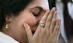 На вернувшуюся в Пакистан Беназир Бхутто совершено покушение: до 200 погибших, около 500 раненых