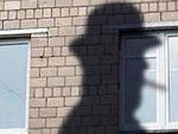 Кварталы мертвых: аферисты держат под прицелом одиноких москвичей