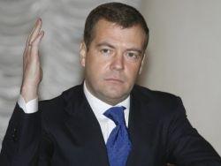 Медведев: власть нуждается в обратных каналах связи с людьми