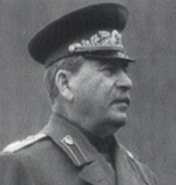 Молодой поэт и бандит по совместительству: новая биография Иосифа Сталина