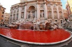 Вандалы изуродовали символ Рима - знаменитый фонтан Треви