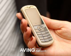Connecty - роскошный телефон с бриллиантами