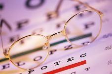 Что выбрать — очки или линзы?