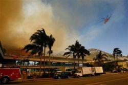 Лесные пожары в Калифорнии угрожают виллам кинозвезд (фото)