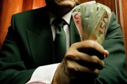 Почему иностранцы везут свои деньги в Россию и на чьи средства мы развиваемся