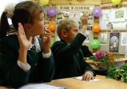Опасный учебный процесс: лишь 2-3 процента детей заканчивают школы здоровыми