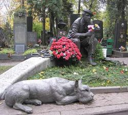 В столице создано экскурсионное спецбюро по кладбищам