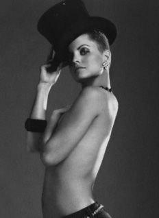 Мена Сувари снялась топлесс для итальянского журнала Vanity Fair (фото)