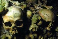 Катакомбы мертвых, находящиеся под Парижем  (фото)