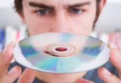 CD-умирают: музыка будет распространятся на флешках