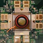 В университете Калифорнии ученый-физик Алан Литке (Alan Litke) создали прототип сетчатки-имплантата высокого разрешения