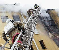 Пугающую цифру квартирных пожаров эксперты объясняют главным образом беспечностью самих россиян