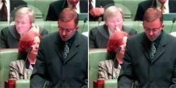 Будущего премьер-министра Австралии Кэвина Рудда поймали за неприличным занятием (видео)