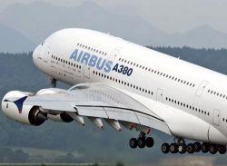 Самолет А380 совершил первый коммерческий рейс  (видео)