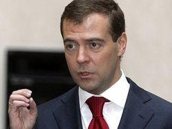 Медведев: надо задуматься над решением проблемы сельских дорог
