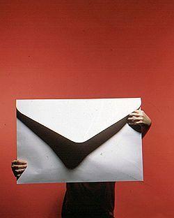 """Зарплатные конверты не горят: от возврата к \""""серым\"""" зарплатам останавливает лишь давление ФНС"""