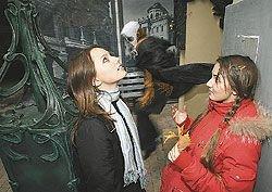 В России научились делать деньги на демонстрации духов и их изгнании