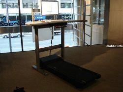 Walkstation - гибрид компьютерного стола и беговой дорожки (видео)