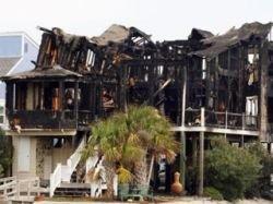 Пожар в пляжном домике в США: семь студентов погибли, шесть получили ранения, один пропал без вести