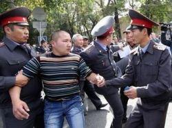 В Киргизии оппозиционеры перекрыли стратегическую трассу