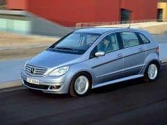 BMW может поделиться своими двигателями с Mercedes