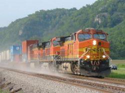 В Миннесоте сошел с рельсов поезд с соляной кислотой, эвакуированы 350 человек