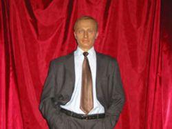 У восковой фигуры Владимира Путина украли галстук