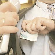 """Город посредников - \""""серых\"""" и \""""черных\"""": имея желание и деньги, в Москве можно купить все - даже то, что не должно покупаться"""