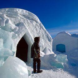 В Швейцарии туристам предлагают ночевать в ледяных домах