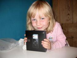 Apple обидели девятилетнюю девочку