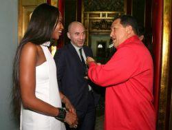 Наоми Кэмпбелл прилетела в гости к Уго Чавесу (фото)