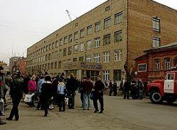 В Новосибирске 9 учеников гимназии пострадали из-за распыления газа
